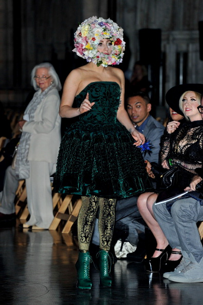 High Heels「LFW SS2013: Philip Treacy Front Row」:写真・画像(11)[壁紙.com]