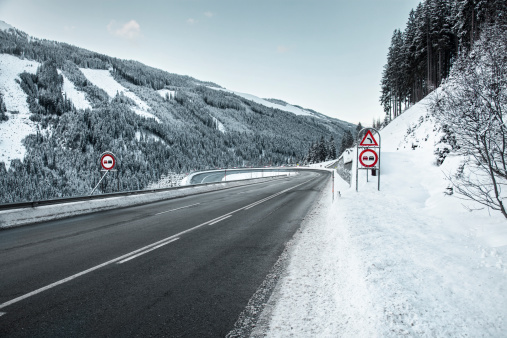 Hairpin Curve「Snowy road with a hairpin bend, at dusk」:スマホ壁紙(10)