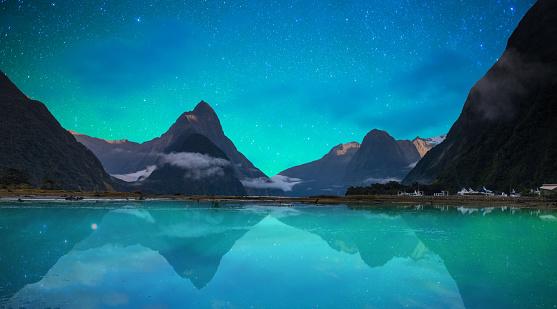 Fiordland National Park「The Milford Sound fiord. Fiordland national park, New Zealand with milky way」:スマホ壁紙(18)