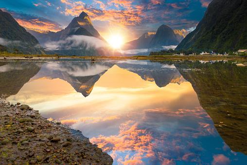 South Island New Zealand「The Milford Sound fiord. Fiordland national park, New Zealand」:スマホ壁紙(7)