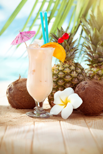 Cool Attitude「Pina Colada cocktail on the beach with copy space」:スマホ壁紙(19)
