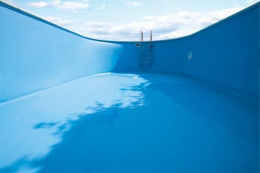 Anticipation「Empty swimming pool, close-up」:スマホ壁紙(19)