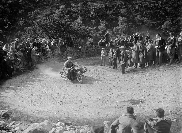 Hairpin Curve「Matchless and sidecar of TJ Rose competing in the MCC Edinburgh Trial, 1930」:写真・画像(6)[壁紙.com]