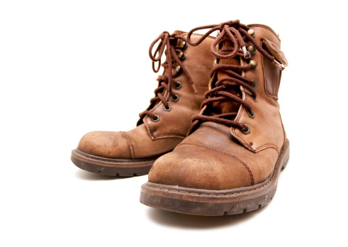 Shoe「old brown boots isolated on white background」:スマホ壁紙(12)