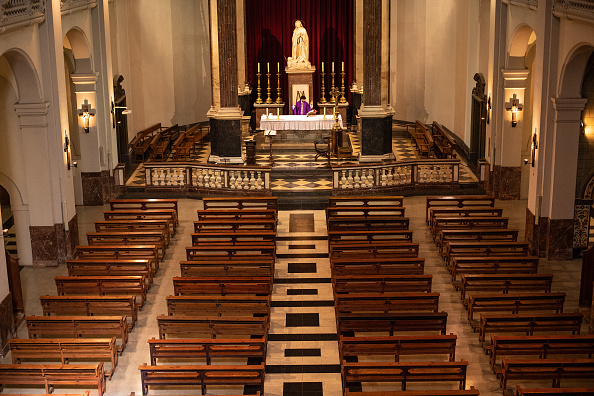 Religious Mass「A Church Celebrates An Online Mass Due To Coronavirus」:写真・画像(2)[壁紙.com]