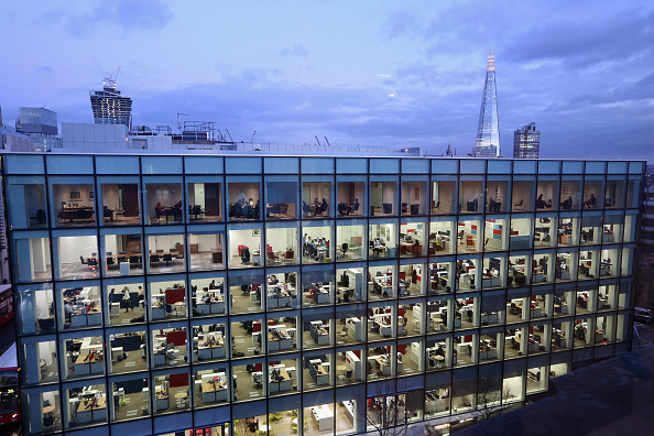 Modern「Workers In Offices At Night In London」:写真・画像(2)[壁紙.com]