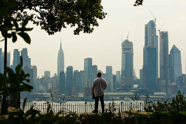 City「Heat Advisory Continues In New York City, As Rain Showers Expected In Evening」:写真・画像(16)[壁紙.com]