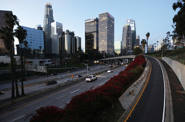 "Traffic「California Governor Newsom Issues ""Stay At Home"" Order To Curb Spread Of Coronavirus」:写真・画像(14)[壁紙.com]"