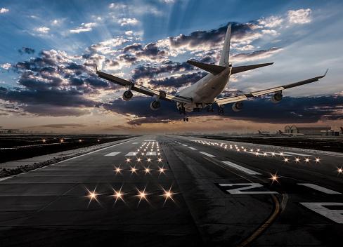 Approaching「Airplane landing at dusk」:スマホ壁紙(17)