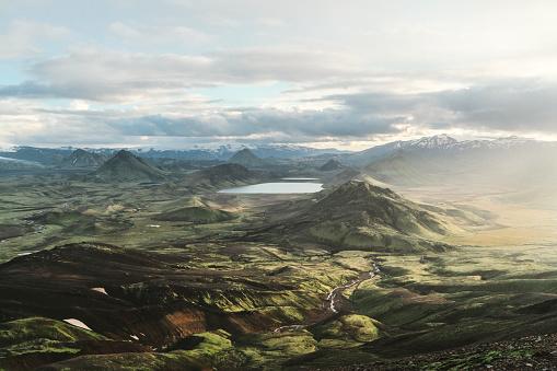 Nature Reserve「Scenic view of Alftavatn lake valley at sunset」:スマホ壁紙(12)