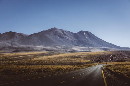 Volcano「Scenic view of mountain road in Atacama desert」:スマホ壁紙(3)
