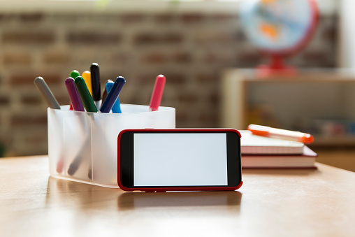Mobile Phone「Smartphone on wooden table in children's room」:スマホ壁紙(3)