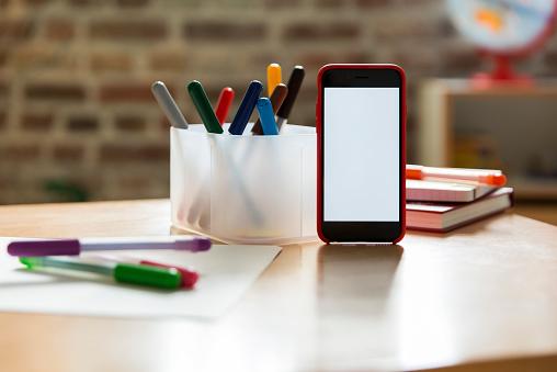 Mobile Phone「Smartphone on wooden table in children's room」:スマホ壁紙(6)