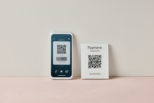 Mobile Payment「Smartphone scanning QR code for contactless payment」:スマホ壁紙(3)