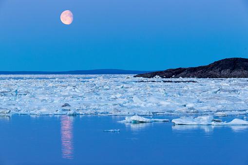 Pack Ice「Full Moon and Melting Sea Ice, Repulse Bay, Nunavut Territory, Canada」:スマホ壁紙(17)