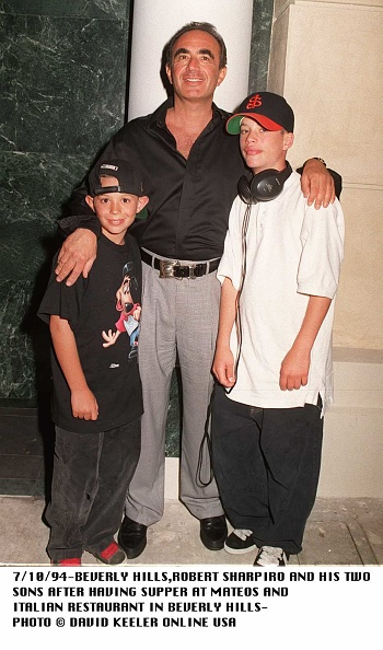 David Keeler「Beverly Hills Robert Shapiro Tries To Live A Normal Life And Takes His Two Sons To D」:写真・画像(7)[壁紙.com]