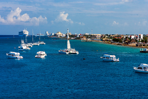 Unrecognizable Person「Scene with Pleasure Boats, Catamarans, Cruise Ships and the Coastline are all visible while Cruising into Cozumel Mexico」:スマホ壁紙(16)