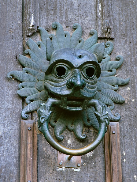 Animal Head「Door knocker in the shape of a mask, sanctuary of Durham Cathedral, County Durham, c2000s(?)」:写真・画像(9)[壁紙.com]