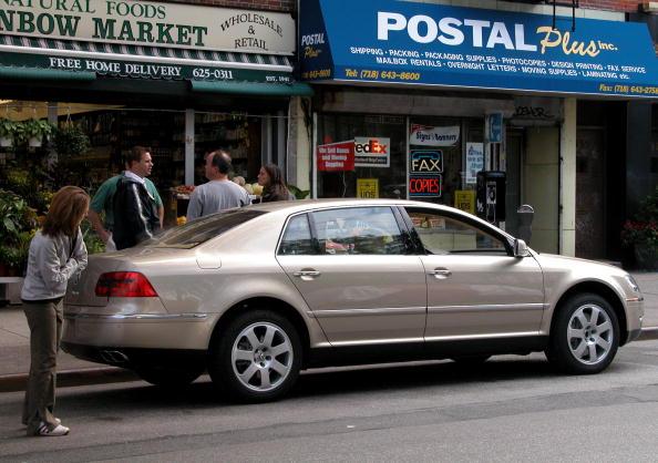 Volkswagen「New VW Luxury Sedan Debuts In Brooklyn」:写真・画像(17)[壁紙.com]