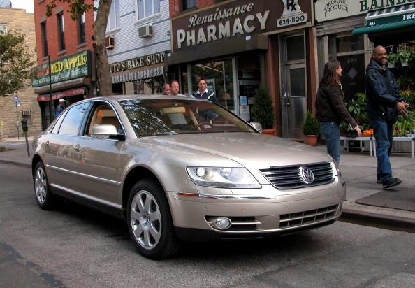 Volkswagen「New VW Luxury Sedan Debuts In Brooklyn」:写真・画像(16)[壁紙.com]