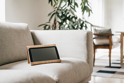 Rack「Rack with tablet on couch」:スマホ壁紙(18)