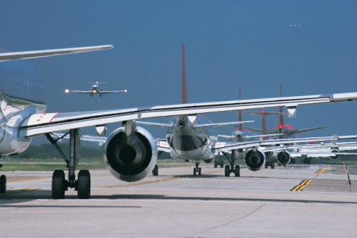 Lining Up「Commercial Aeroplane Waiting in Line on a Runway」:スマホ壁紙(12)