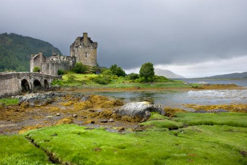 Restoring「Eilean Donan Castle along the shores of Loch Duich, Scotland, UK」:スマホ壁紙(4)