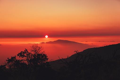 Volcano Islands「hawaiin sunset over mauna kea and haleakala volcano, hawaii islands」:スマホ壁紙(15)