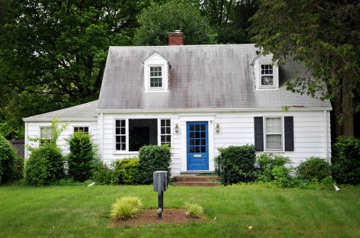 Southern USA「White colored house with blue door」:スマホ壁紙(0)