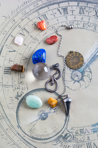 Forecasting「Semiprecious stones, pendulum, pendant and crystal ball on horoscope circle」:スマホ壁紙(11)