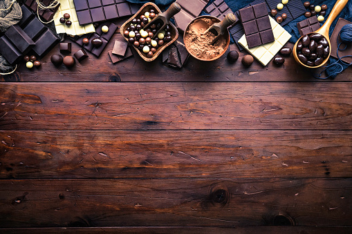 Nut - Food「Assorted chocolate in old-fashioned style making a frame with copy space」:スマホ壁紙(18)