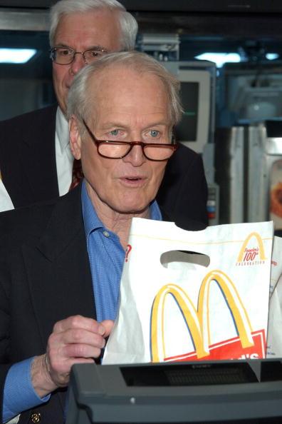 Salad「Actor Paul Newman Appears At McDonalds Salad Launch」:写真・画像(15)[壁紙.com]