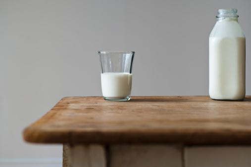 Milk Bottle「Glass and bottle of milk」:スマホ壁紙(3)