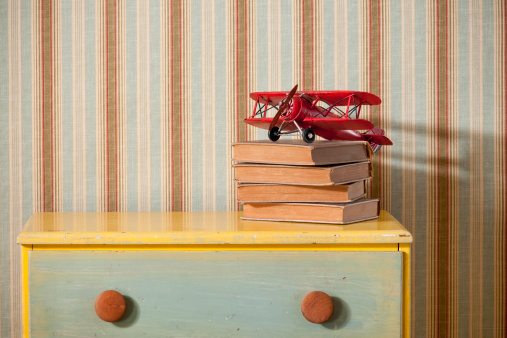 Striped「Chest Of Drawers With Books in Empty Bedroom」:スマホ壁紙(8)