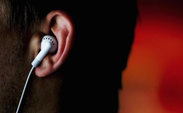 Listening「iPods Linked To Hearing Problems」:写真・画像(2)[壁紙.com]