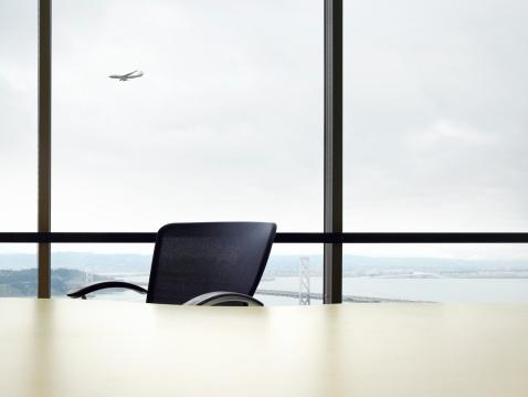 Commercial Airplane「Empty desk, commercial plane flying in background (Digital Composite)」:スマホ壁紙(19)