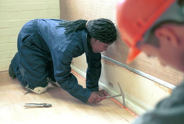 Hardhat「Floor Covering. Installing gripper to the floor perimeter.」:写真・画像(6)[壁紙.com]