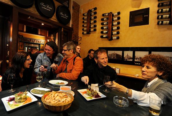 Tapas「Spaniards Fall Back On Tapas Bars In Harder Times」:写真・画像(2)[壁紙.com]