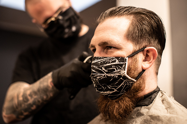 Crisis「Barber Shops And Hair Salons Reopen As Lockdown Measures Ease」:写真・画像(2)[壁紙.com]