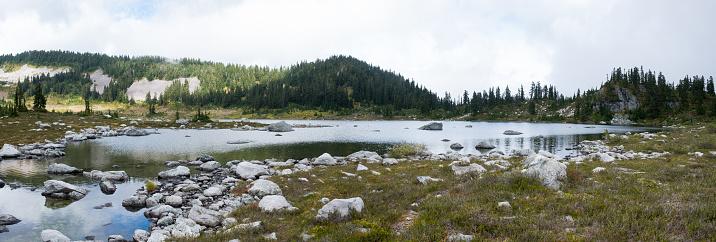 British Columbia「Lake in the British Columbia Mountains」:スマホ壁紙(19)