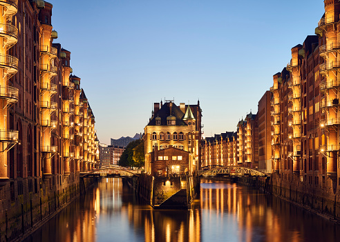 Castle「Germany, Hamburg, Speicherstadt, lighted old buildings with Elbe Philharmonic Hall in the background」:スマホ壁紙(3)