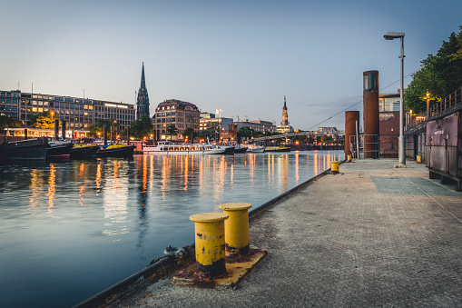 Pier「Germany, Hamburg, inland harbour and cityscape at blue hour」:スマホ壁紙(1)