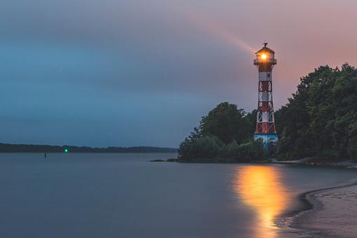 Guidance「Germany, Hamburg, Rissen lighthouse at dusk」:スマホ壁紙(4)