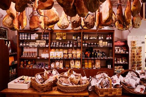 Butcher's Shop「Food Shop in Chianti, Tuscany, Italy」:スマホ壁紙(13)