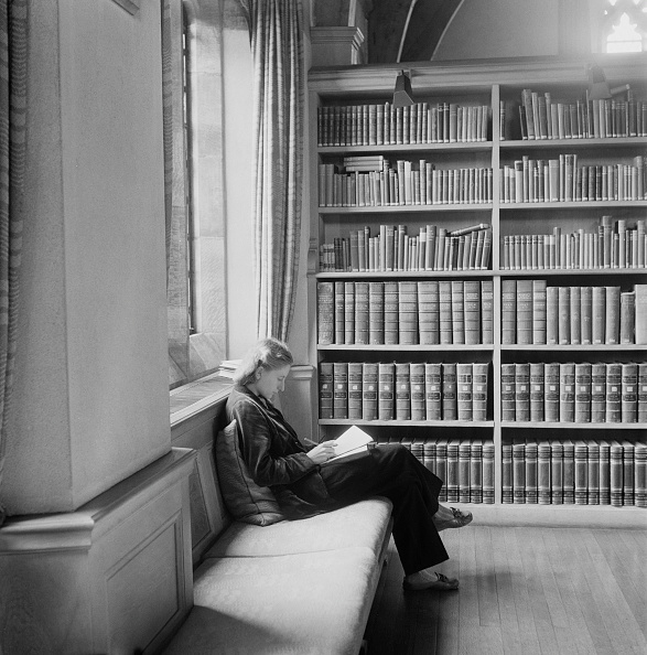 University Student「Girton College Library」:写真・画像(5)[壁紙.com]