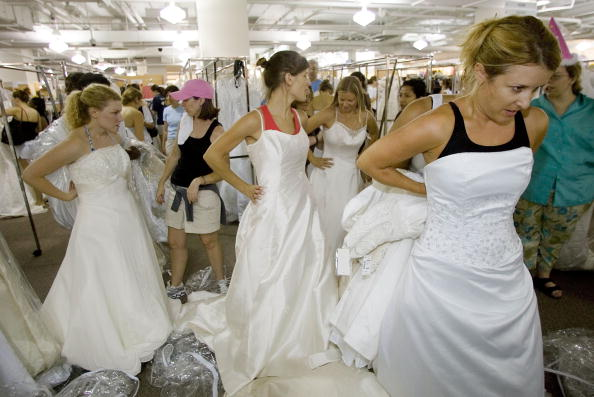 "Wedding Dress「Massive Retail Sale Spurs Annual ""Running Of The Brides""」:写真・画像(10)[壁紙.com]"