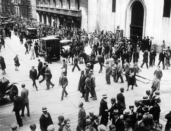 """Crisis「After the """"Black Thursday"""" at the stock-market of New York the mounted police put the excited assemblage in motion, New York, USA, Photograph, 2nd November 1929」:写真・画像(8)[壁紙.com]"""