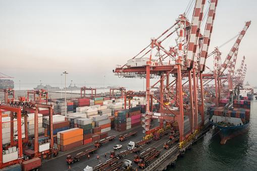 Approaching「Cargo ship transit in Colombo port.」:スマホ壁紙(19)