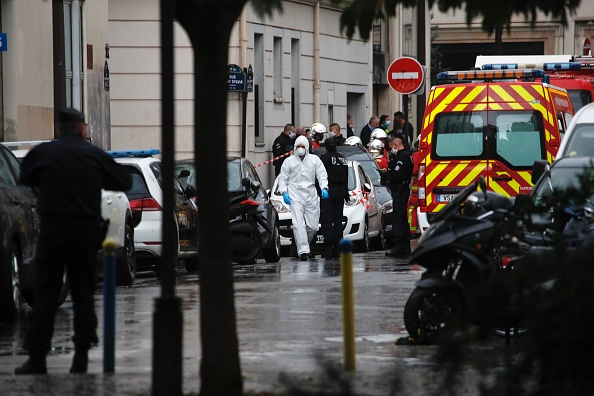 Charlie Hebdo「Paris On Standby After Stabbing At Former Charlie Hebdo Offices」:写真・画像(12)[壁紙.com]
