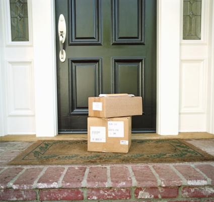 Front Door「Boxes on doorstep of house」:スマホ壁紙(17)